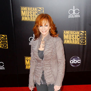 Reba McEntire in 2009 American Music Awards - Arrivals