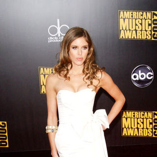 Kayla Ewell in 2009 American Music Awards - Arrivals