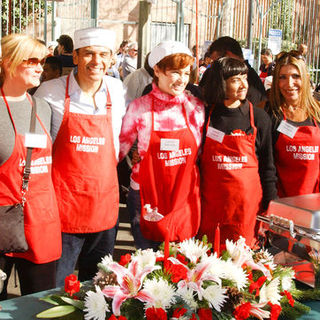 Corbin Bleu, Bonnie Hunt, Antonio Villaraigosa, Carolyn Hennesy in 2009 Christmas Eve at The Los Angeles Mission