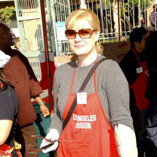 Bonnie Hunt in 2009 Christmas Eve at The Los Angeles Mission - ALO-102691