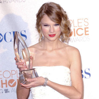 Taylor Swift in 36th Annual People's Choice Awards - Press Room