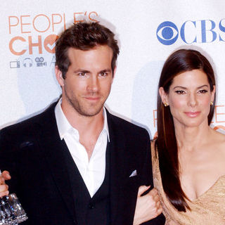Ryan Reynolds, Sandra Bullock in 36th Annual People's Choice Awards - Press Room