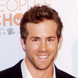 Ryan Reynolds in 36th Annual People's Choice Awards - Press Room