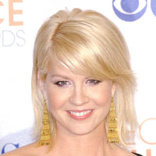 Jenna Elfman in 36th Annual People's Choice Awards - Press Room