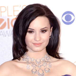 Demi Lovato in 36th Annual People's Choice Awards - Press Room