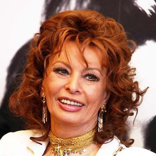Sophia Loren in Sophia Loren at a Photocall for Scicolone Lazzaro Loren