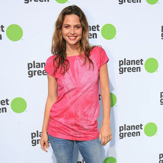 Josie Maran in Planet Green Premiere Event and Concert - Arrivals - AYL-000350