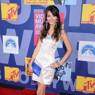 Victoria Justice in 2008 MTV Video Music Awards - Arrivals