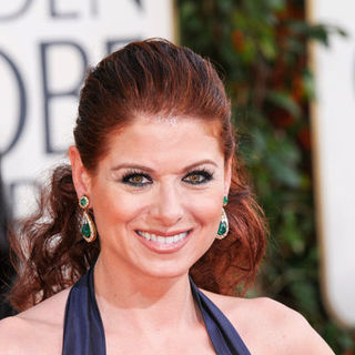 Debra Messing in 66th Annual Golden Globes - Arrivals