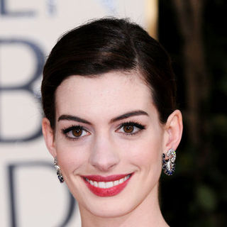 Anne Hathaway in 66th Annual Golden Globes - Arrivals
