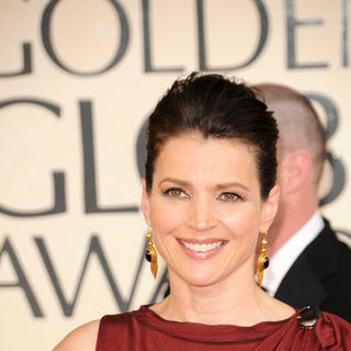 Julia Ormond in 66th Annual Golden Globes - Arrivals