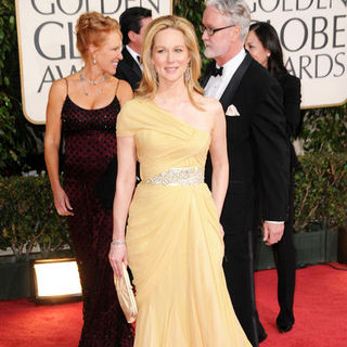 Laura Linney in 66th Annual Golden Globes - Arrivals