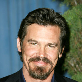 Josh Brolin in 2009 Oscar Nominees Luncheon - Arrivals - BBC-001763