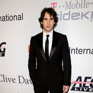 Josh Groban in 51st Annual GRAMMY Awards - Salute to Icons: Clive Davis - Arrivals