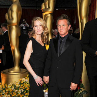 Sean Penn, Robin Wright Penn in 81st Annual Academy Awards - Arrivals