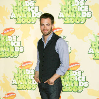 Chris Pine in Nickelodeon's 2009 Kids' Choice Awards - Arrivals