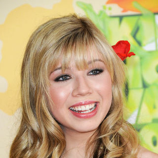 Jennette McCurdy in Nickelodeon's 2009 Kids' Choice Awards - Arrivals