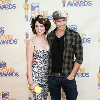 Ashley Greene, Kellan Lutz in 18th Annual MTV Movie Awards - Arrivals