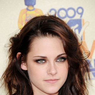 Kristen Stewart in 18th Annual MTV Movie Awards - Arrivals