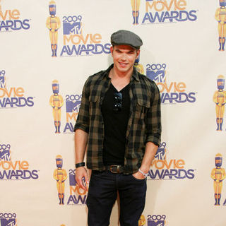 Kellan Lutz in 18th Annual MTV Movie Awards - Arrivals
