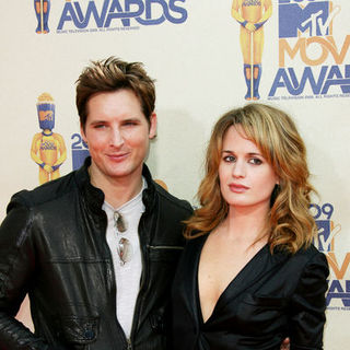Peter Facinelli, Elizabeth Reaser in 18th Annual MTV Movie Awards - Arrivals