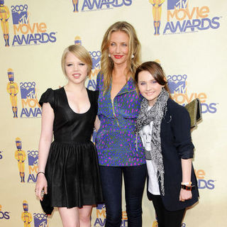 Sofia Vassilieva, Cameron Diaz, Abigail Breslin in 18th Annual MTV Movie Awards - Arrivals