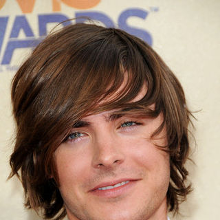 Zac Efron in 18th Annual MTV Movie Awards - Arrivals