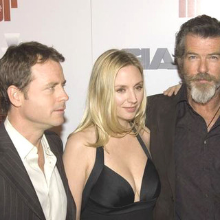 Pierce Brosnan, Greg Kinnear, Hope Davis in The Matador Los Angeles Premiere - Arrivals