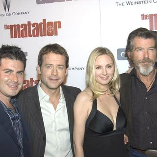 Pierce Brosnan, Greg Kinnear, Richard Shepard, Hope Davis in The Matador Los Angeles Premiere - Arrivals