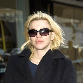 Courtney Love in Courtney Love Shopping on Robertson Boulevard
