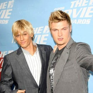 Aaron Carter, Nick Carter in 2006 MTV Movie Awards - Arrivals