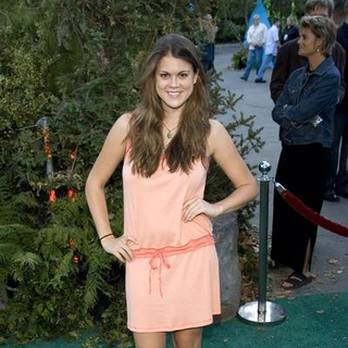 Lindsey Shaw in Open Season Los Angeles Premiere - Red Carpet