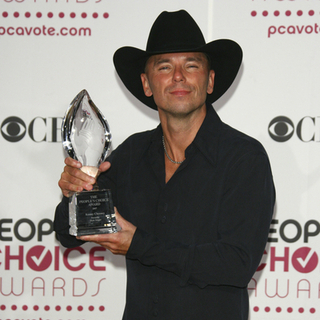 Kenny Chesney - The 33rd Annual People's Choice Awards - Press Room
