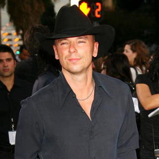 Kenny Chesney in The 33rd Annual People's Choice Awards - Press Room