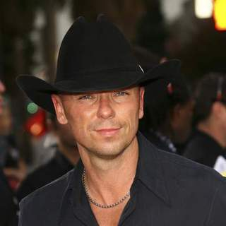 Kenny Chesney in The 33rd Annual People's Choice Awards - Arrivals