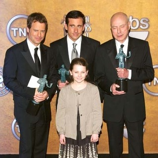 Abigail Breslin, Greg Kinnear, Steve Carell, Alan Arkin in 13th Annual Screen Actors Guild Awards - Press Room