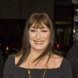 Anjelica Huston in The Darjeeling Limited - Beverly Hills Movie Premiere - Arrivals