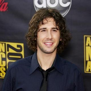 Josh Groban in 2007 American Music Awards - Red Carpet