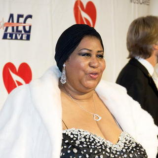 Aretha Franklin in 2008 Musicares Person of the Year Benefit - Arivals