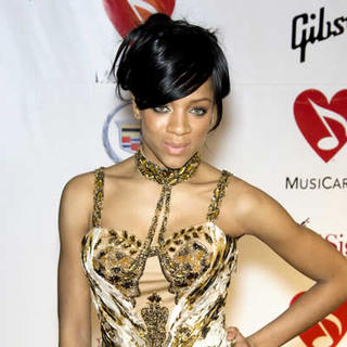 Lil Mama in 2008 Musicares Person of the Year Benefit - Arivals