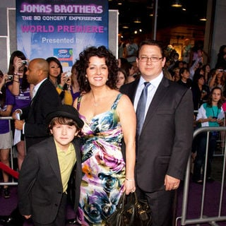 "Denise Jonas, Paul Jonas, Frankie Jonas in ""Jonas Brothers: The 3D Concert Experience"" World Premiere - Arrivals"