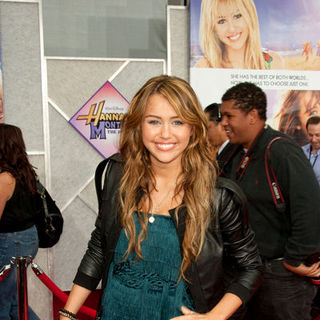 "Miley Cyrus in ""Hanna Montana: The Movie"" World Premiere - Arrivals"