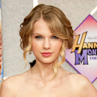 "Taylor Swift in ""Hanna Montana: The Movie"" World Premiere - Arrivals"