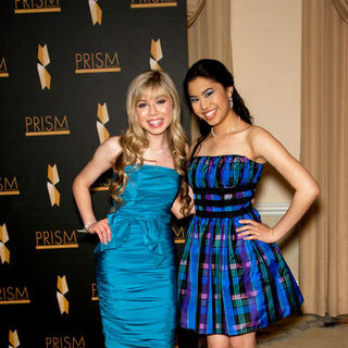 Ashley Argota, Jennette McCurdy in 2009 PRISM Awards - Arrivals