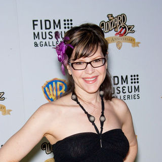 Lisa Loeb in The Wizard of OZ Exhibition Opening Night Gala - Arrivals