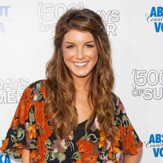 "Shenae Grimes in ""500 Days of Summer"" Los Angeles Premiere - Arrivals"