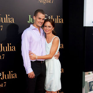 "Mary Lynn Rajskub, Matthew Rolph in ""Julie & Julia"" - Los Angeles Premiere - Arrivals"