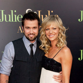 "Rob McElhenney, Kaitlin Olson in ""Julie & Julia"" - Los Angeles Premiere - Arrivals"