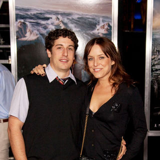 "Jason Biggs, Jenny Mollen in ""2012"" Los Angeles Premiere - Arrivals"