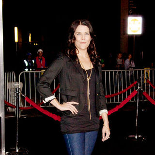"Lauren Graham in ""2012"" Los Angeles Premiere - Arrivals"